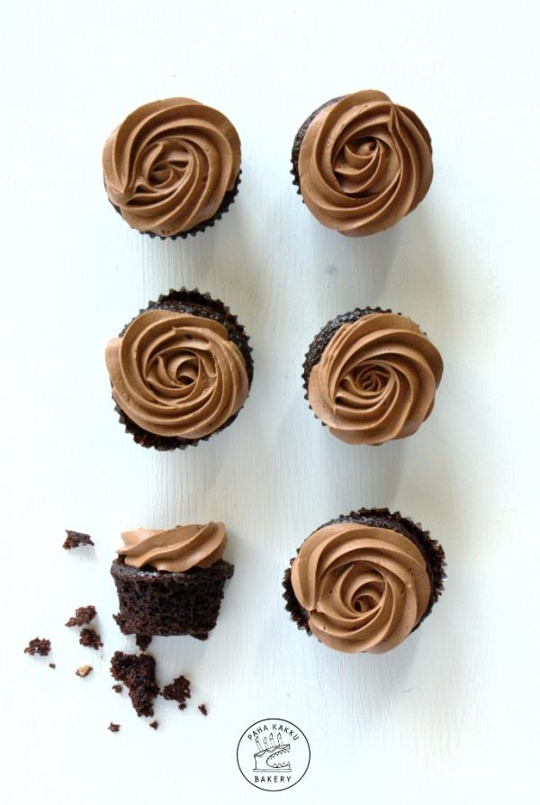 vegan-chocolate-cupcakes-02-pieni